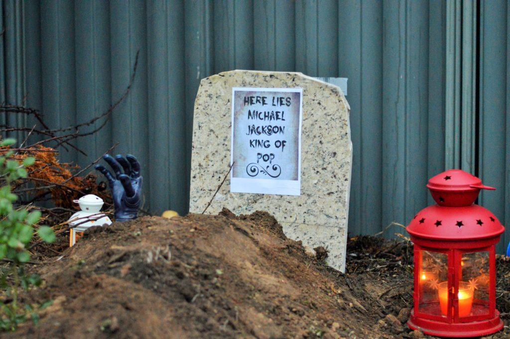 Michael Jackson's grave