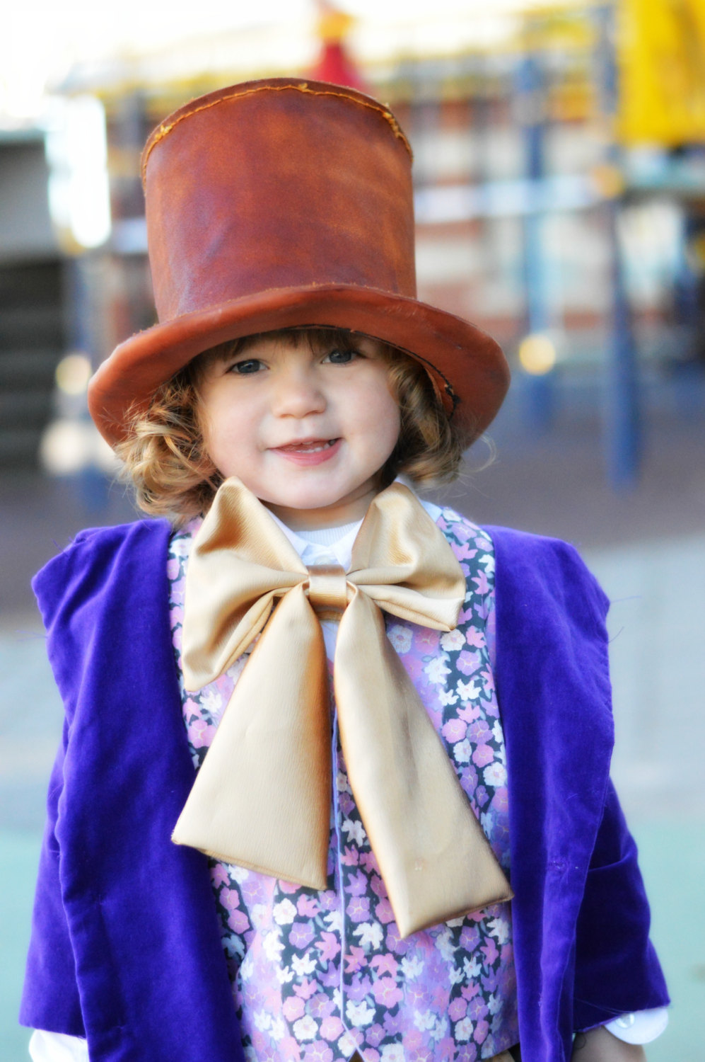 willy wonka charlie and the chocolate Willy wonka is the deuteragonist in the novel charlie and the chocolate factory, its sequel charlie and the great glass elevator, and the 1971 and 2005 film.